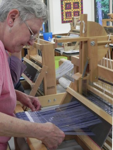 Beginning Weaving Table Loom1 (2)